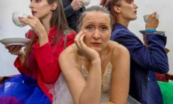 «Λυσσασμένη μπαλαρίνα»: Δείτε πρώτοι την παράσταση στο Studio Μαυρομιχάλη